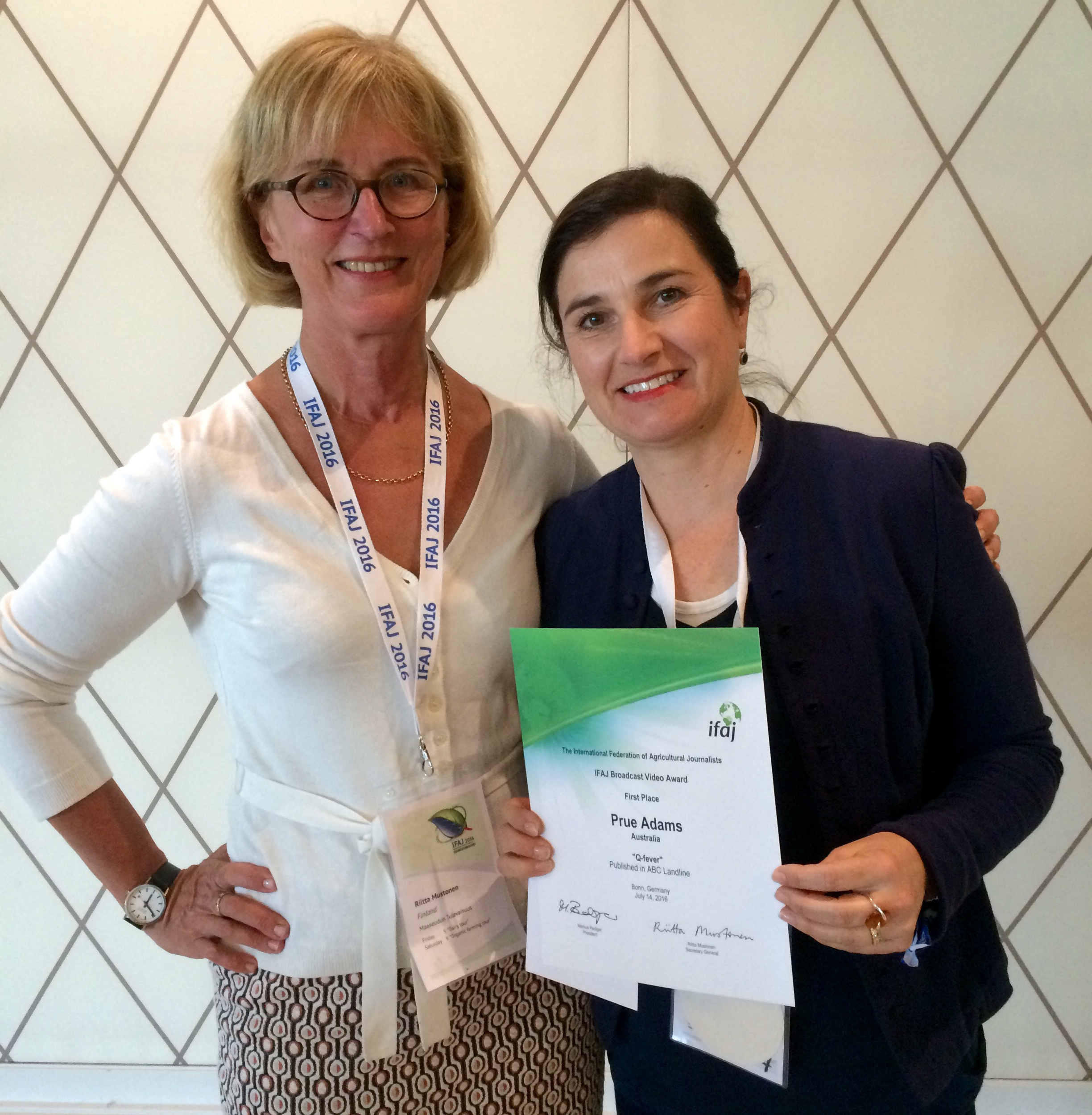 Rural Media South Australia member and SA reporter for ABC Television's Landline program, Prue Adams, is presented with her award by Riita Mustonen, IFAJ.